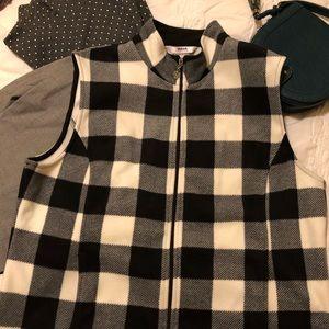 NWOT! Fleece ALIA vest. Size Med Petite.